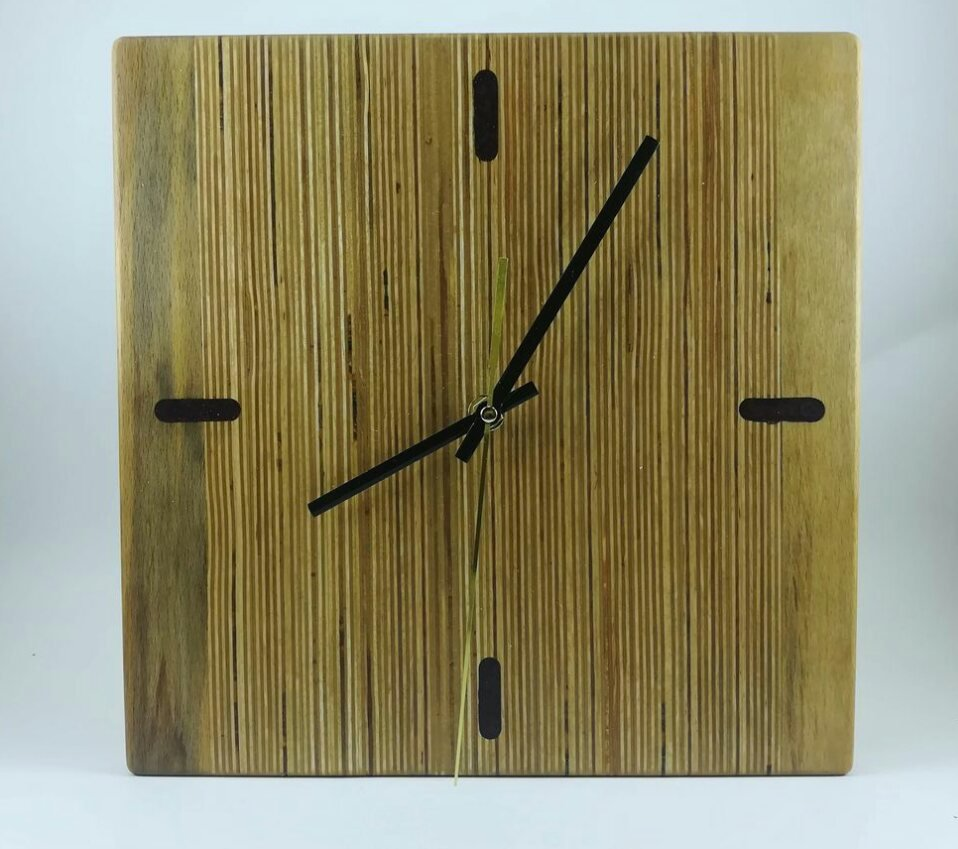 Часы из отходов фанеры