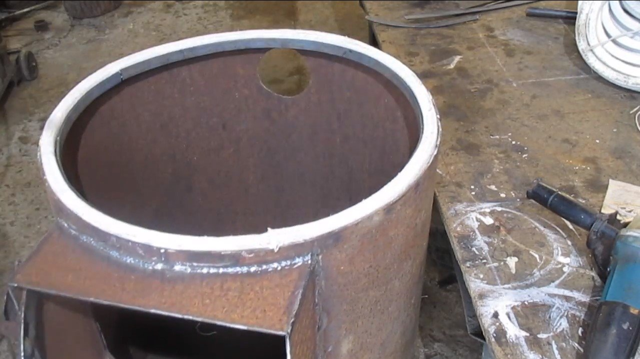 Печь-буржуйка из толстостенной трубы диаметром 60 см