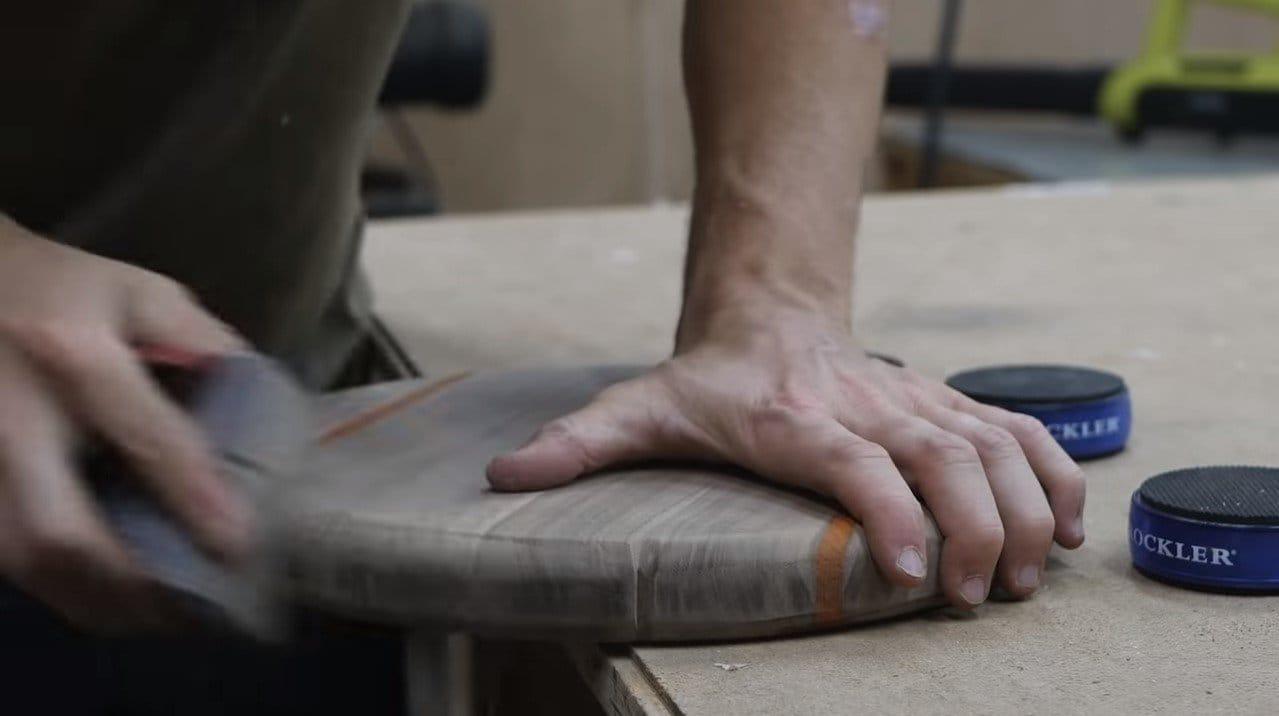 Интересный табурет с поломанными ножками