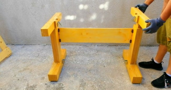 Стол с подъемной столешницей