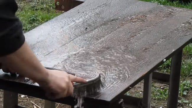 Небольшой кухонный столик со столешницей из дуба