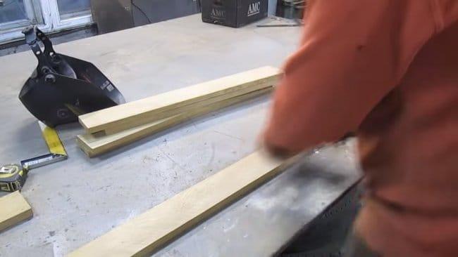 Уникальный журнальный столик из дерева и профильных труб