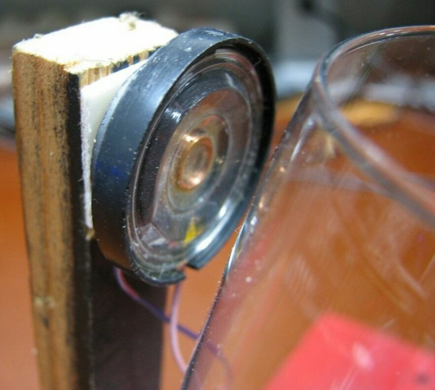 Генератор с бокалом в качестве частотозадающего элемента