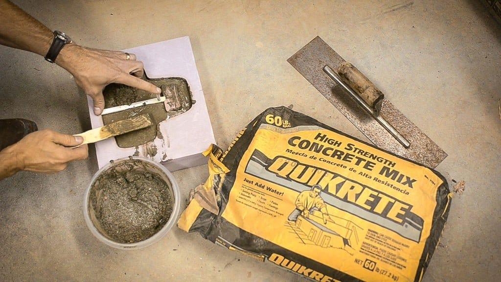Органайзер + зарядное устройство из бетона и дерева