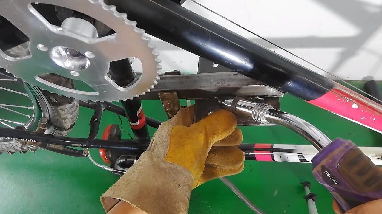 Скоростной велосипед для бездорожья (18 скоростей, мотор 50 кубов)