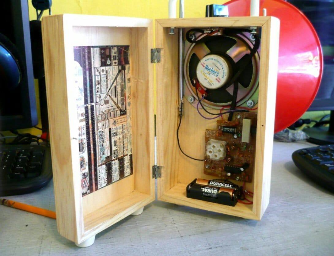 Деревянный корпус с рупором для радиоприёмника