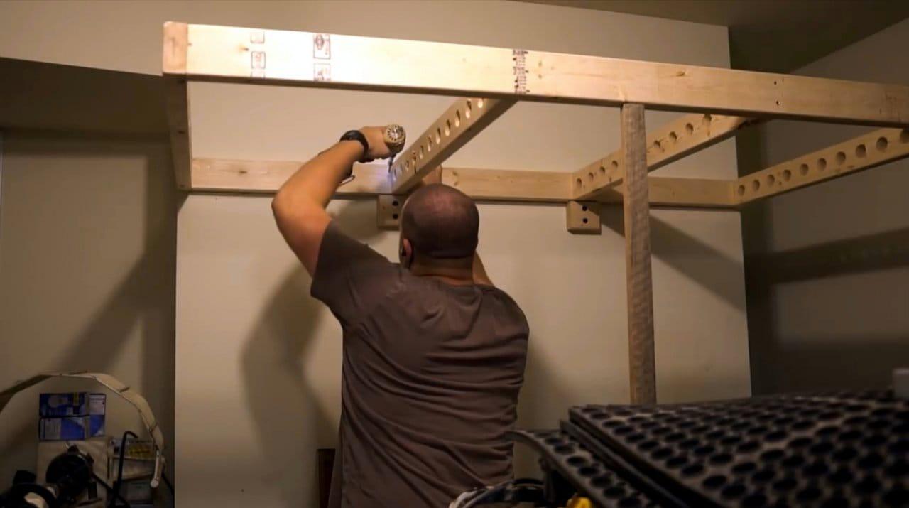 Простейшая антресоль для мастерской с органайзером для струбцин