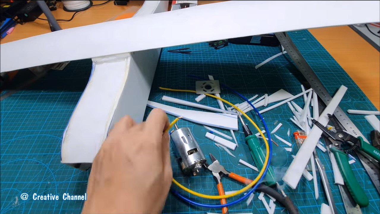 Собираем модель самолета на двигателе 775