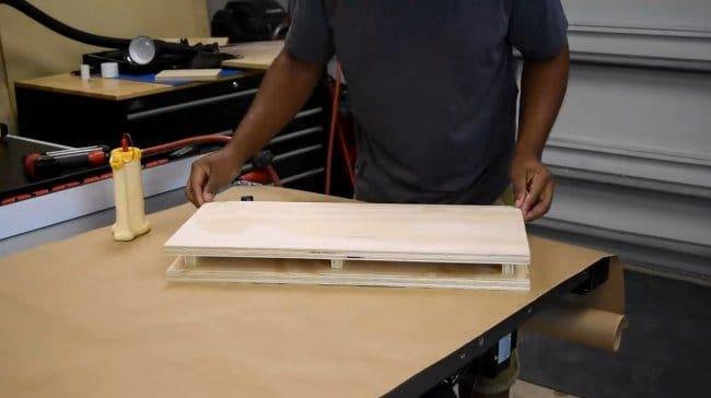 Легкие настенные полки со скрытой подвеской