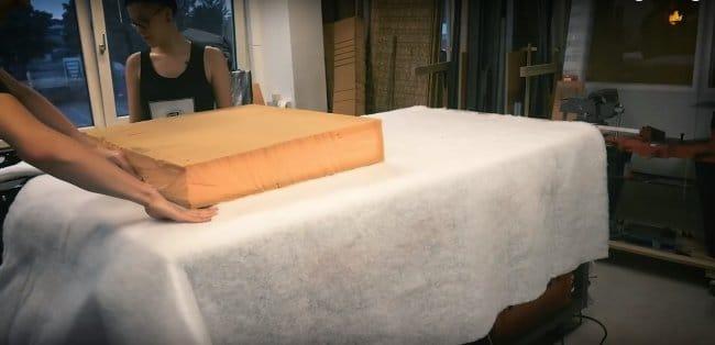 Вечный диван для очень тяжелых мужчин