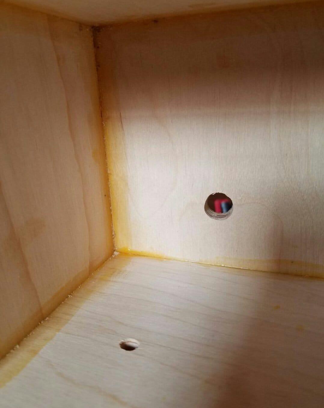 Корпус для колонки из деревянной упаковки от шампанского
