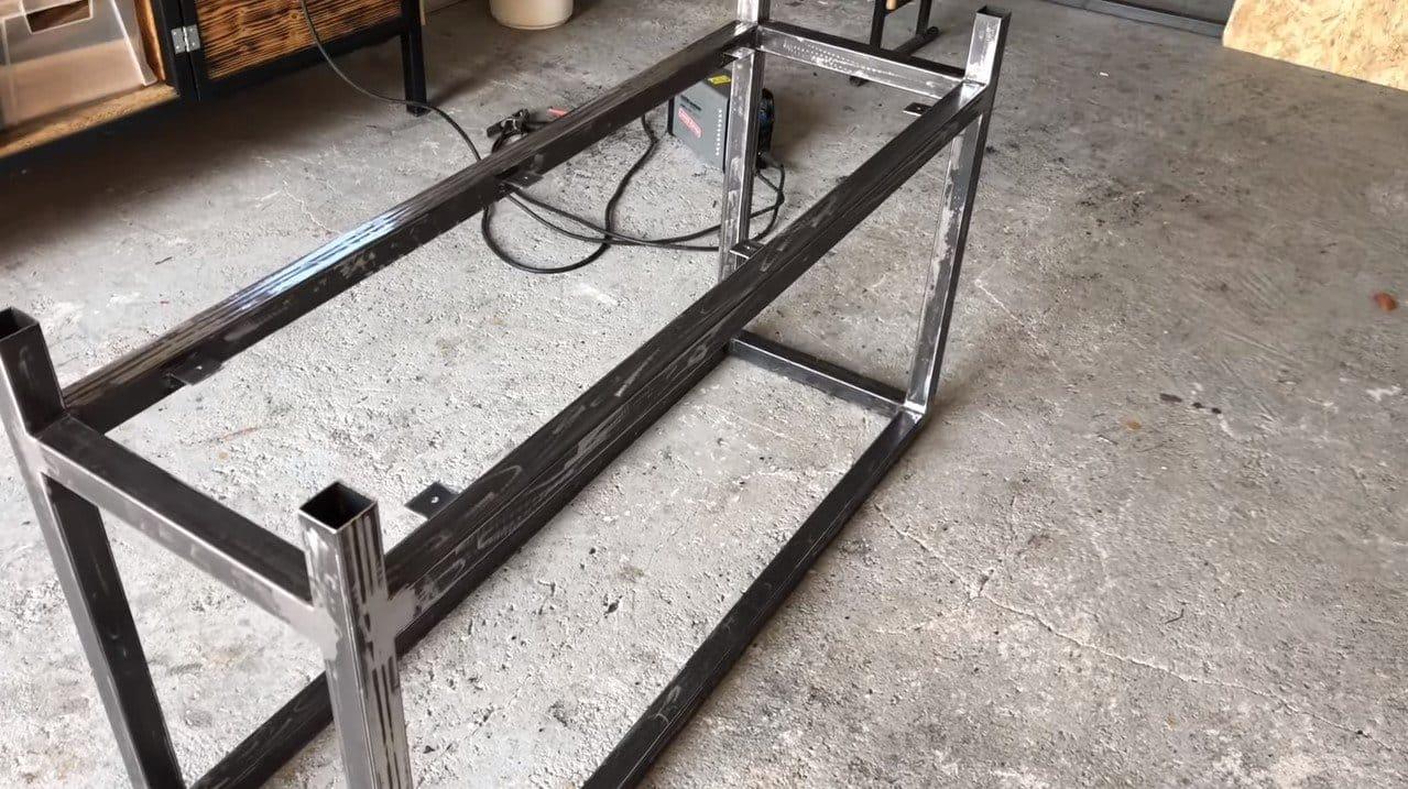 Стол для сварочных работ из профильных труб