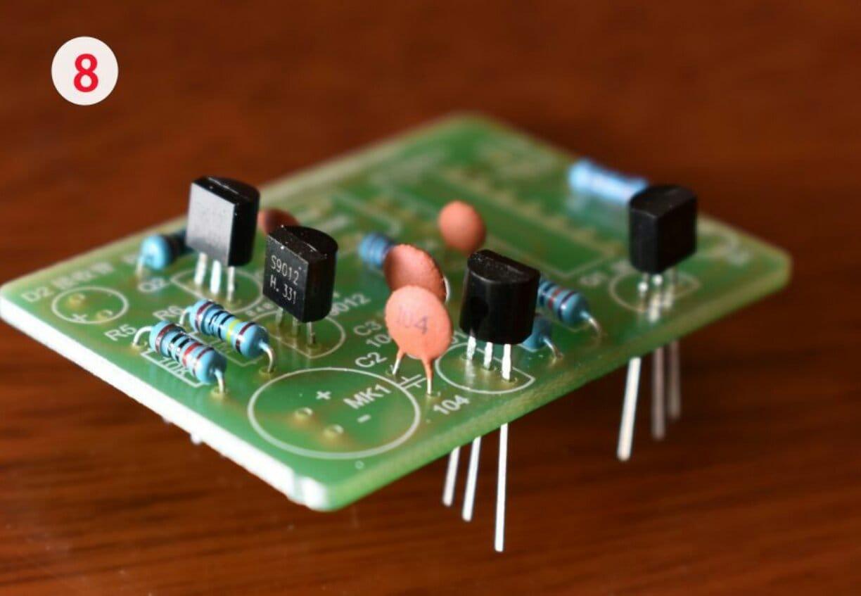 И снова - электронная свеча, моделирующая поведение настоящей