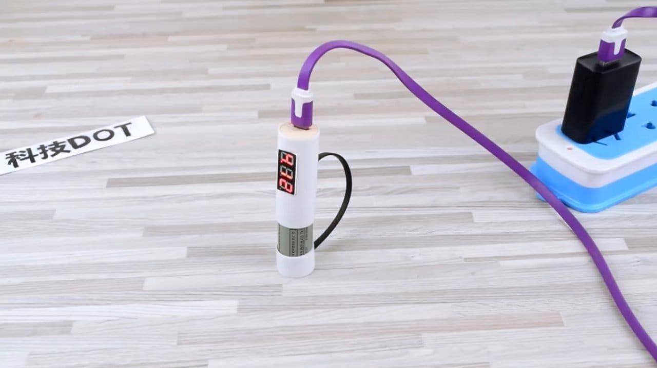 Компактное зарядное устройство с магнитными фиксаторами для Li-Ion аккумуляторов