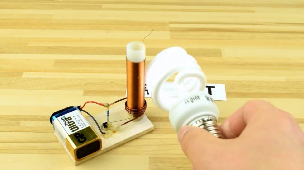 Миниатюрная и простая катушка Тесла своими руками