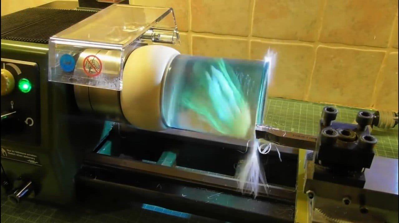 Светящаяся медуза в эпоксидной смоле