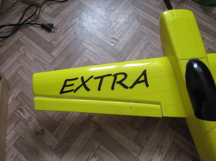 Авиамодель Extra-300Lx из потолочной плитки