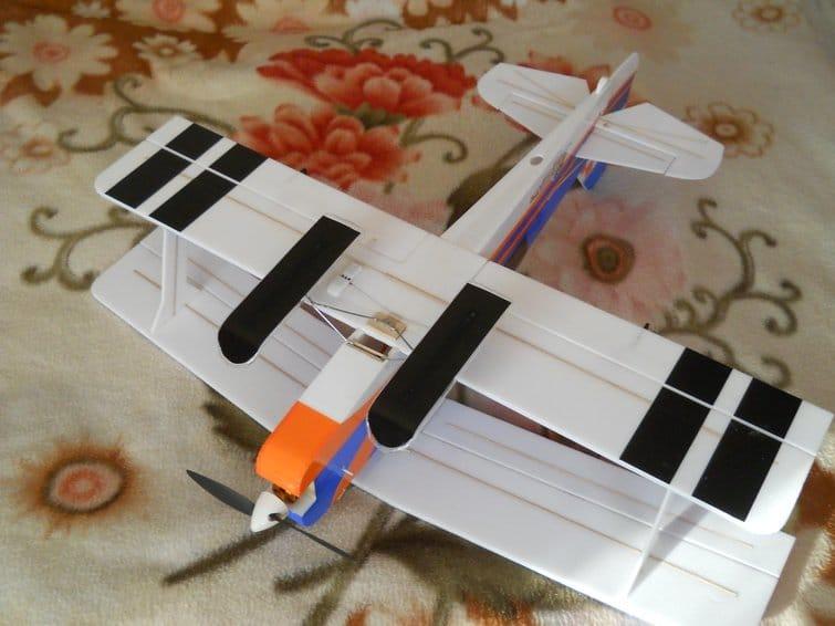 Авиамодель биплан «Питтс Питон» 850 мм из потолочки