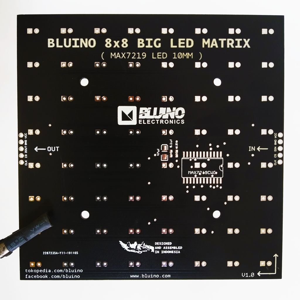 Самодельная светодиодная матрица 8х8 пикселей, 100х100 мм