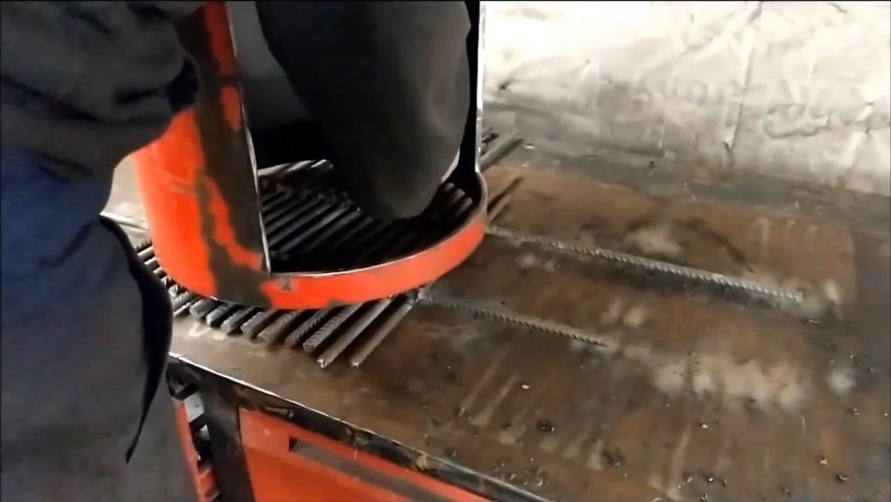 Гриль и коптильня в виде локомотива