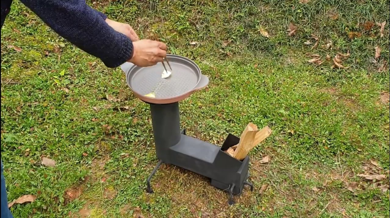Маленькая печь с конфоркой