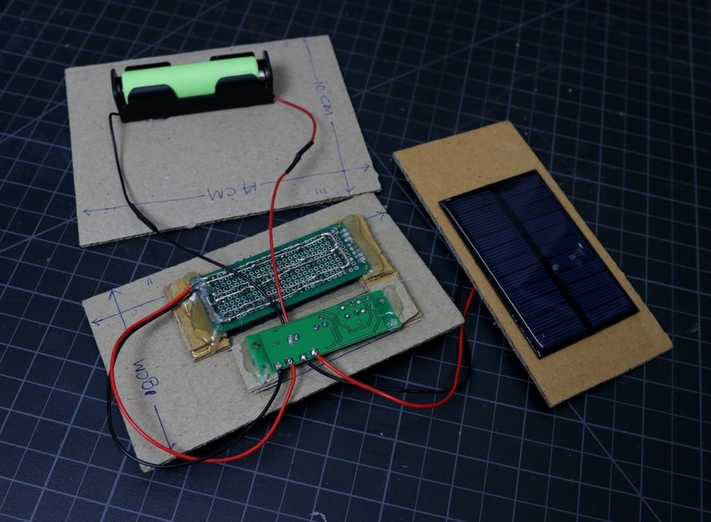 Светодиодный светильник с солнечной панелью и датчиком движения