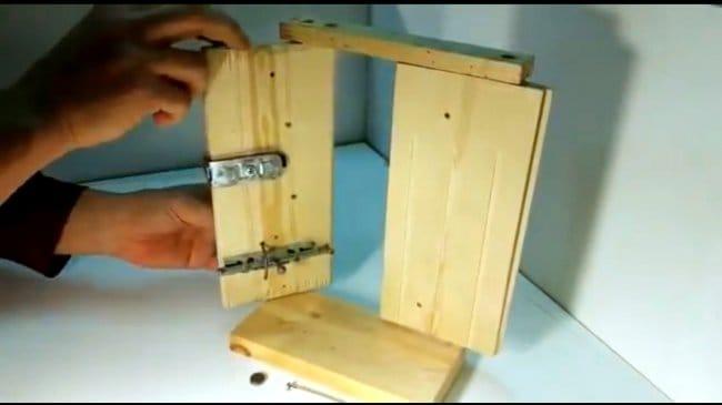 Запор для деревянной двери
