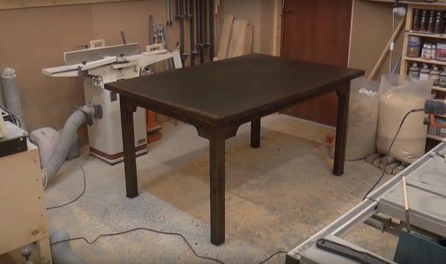 Большой обеденный стол