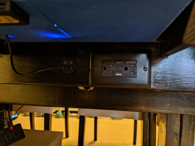 Многоцелевой игровой стол со встроенной ТВ-панелью