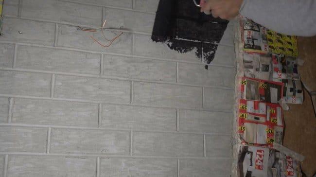 Финишное покрытие стен, имитация кирпичной кладки из плиточного клея