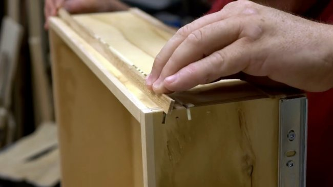 Простой способ укрепить мебельные ящики и стыковые соединения