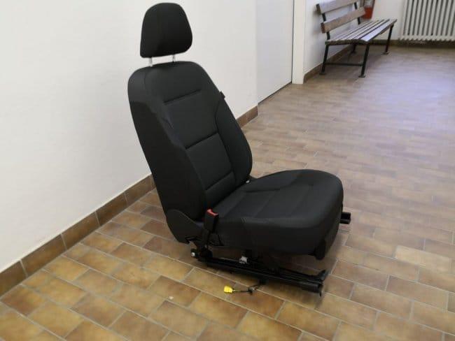 Офисный стул из автокресла