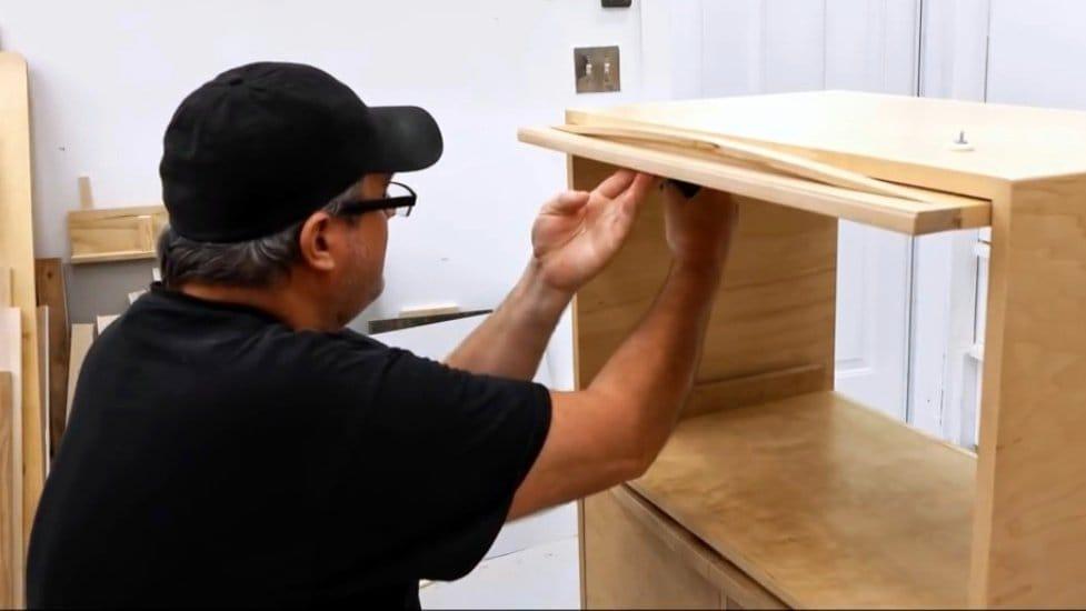 Как сделать откидную дверцу для шкафа