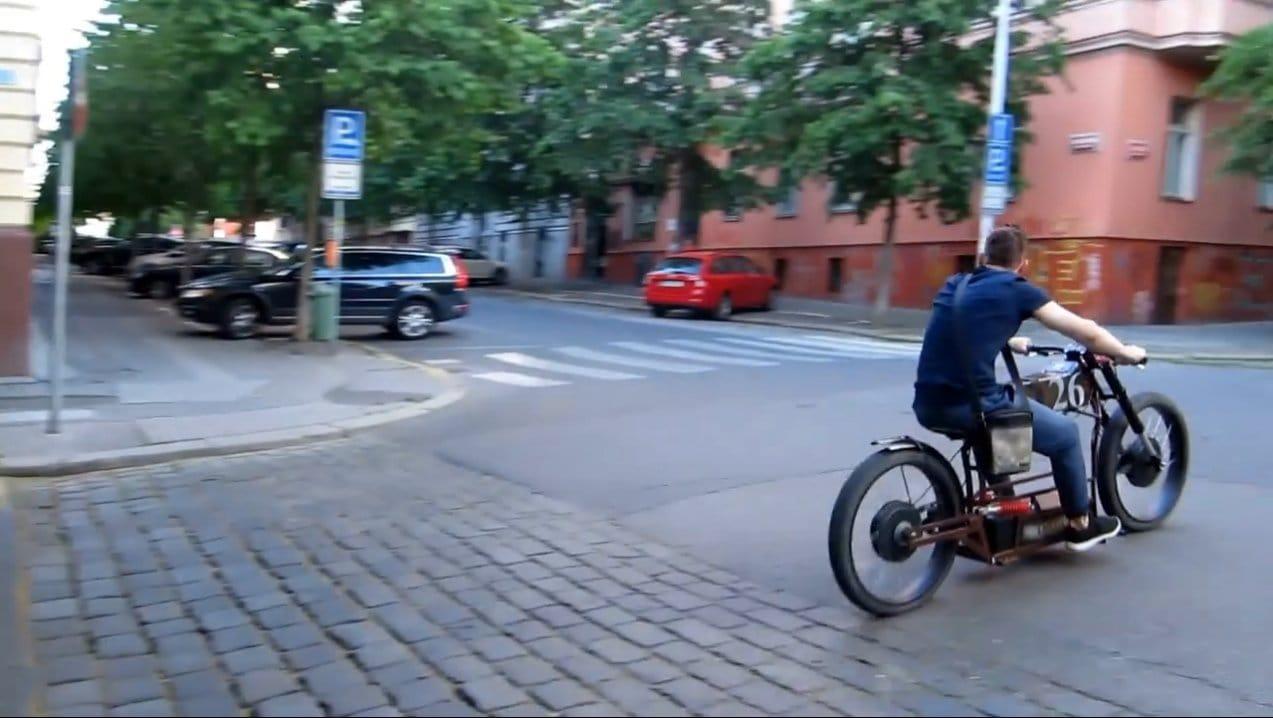 Электромотоцикл с двумя моторами по 1000 Вт