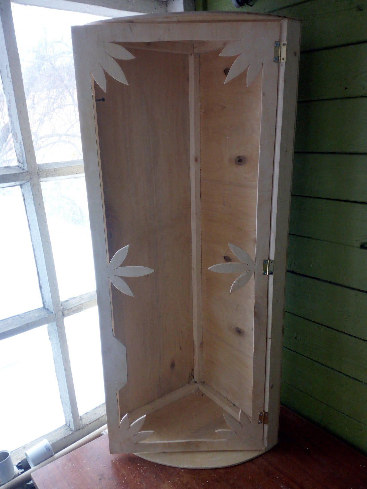 Угловая полка в ванную комнату