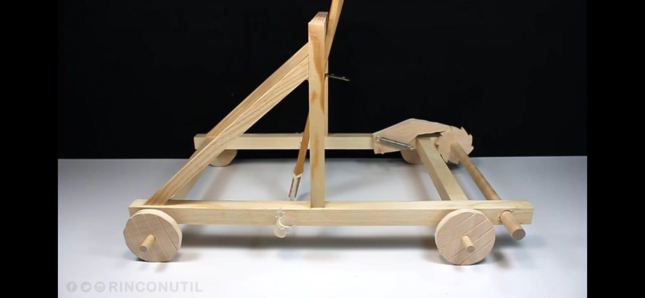 Как сделать миниатюрную модель катапульты