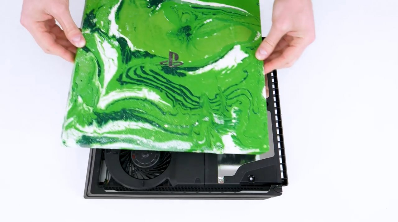 Простая техника мраморирования пластиковых изделий краской