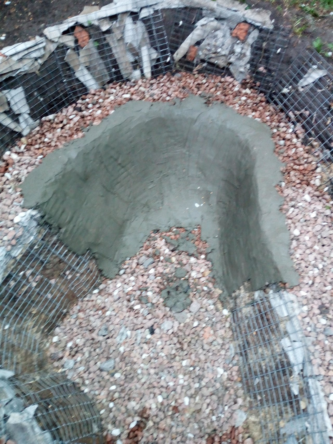 Ступенчатый декоративный водоем на участке