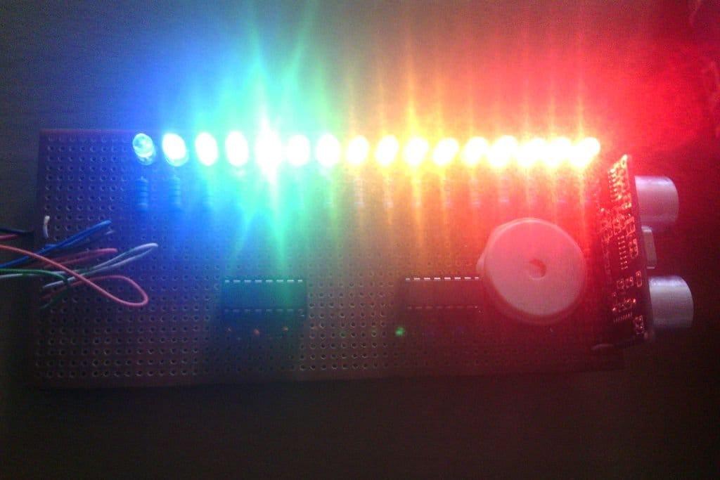 Шкальный индикатор расстояния со звуковым сигналом