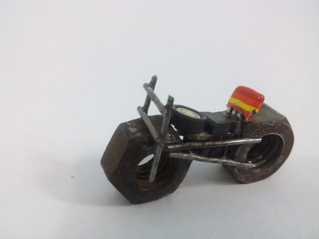 Мини-скульптура в виде мотоцикла