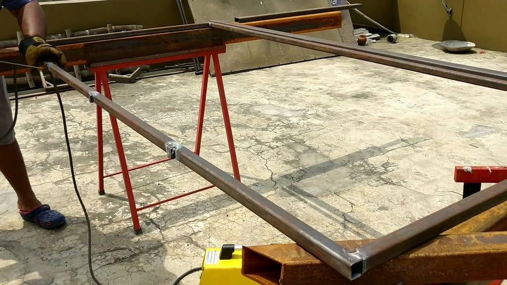 Кровать-раскладушка из профильной трубы и стропы