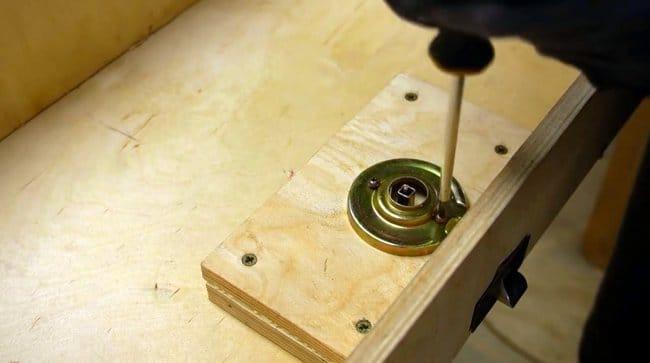 Подъемный шкаф с полками для мастерской своими руками